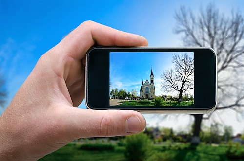 shutterstock_454759270 - taking photo of church with smart phone