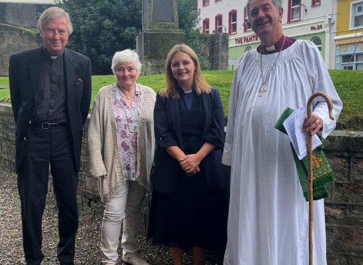 Bishop-Michael-Burrows-Rev.-Nicola-Halford-Dean-Leslie-and-Avril-Forrest-on-the-50th-Anniversary-of-his-Ordination-as-Priest-opt